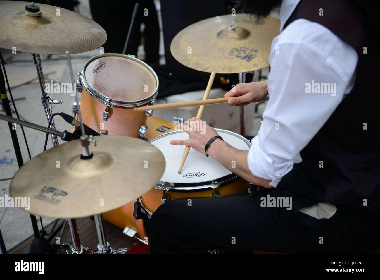 Close up of drummer playing drums - Stock Image