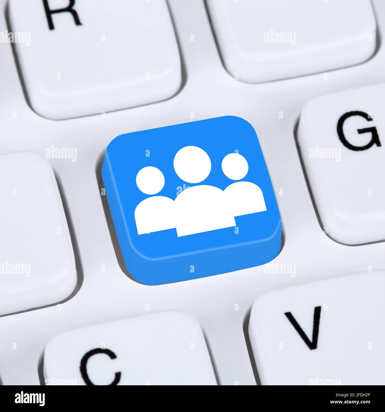 Internet Konzept soziale Medien und soziales Netzwerk Freundschaft auf Computer - Stock Image