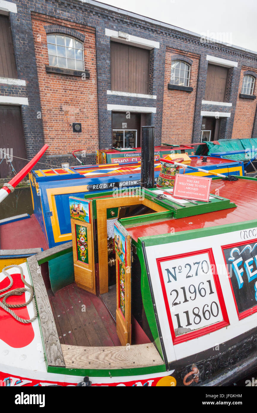 England, Cheshire, Ellesmere Port, National Waterways Museum, Historic Canal Barges - Stock Image
