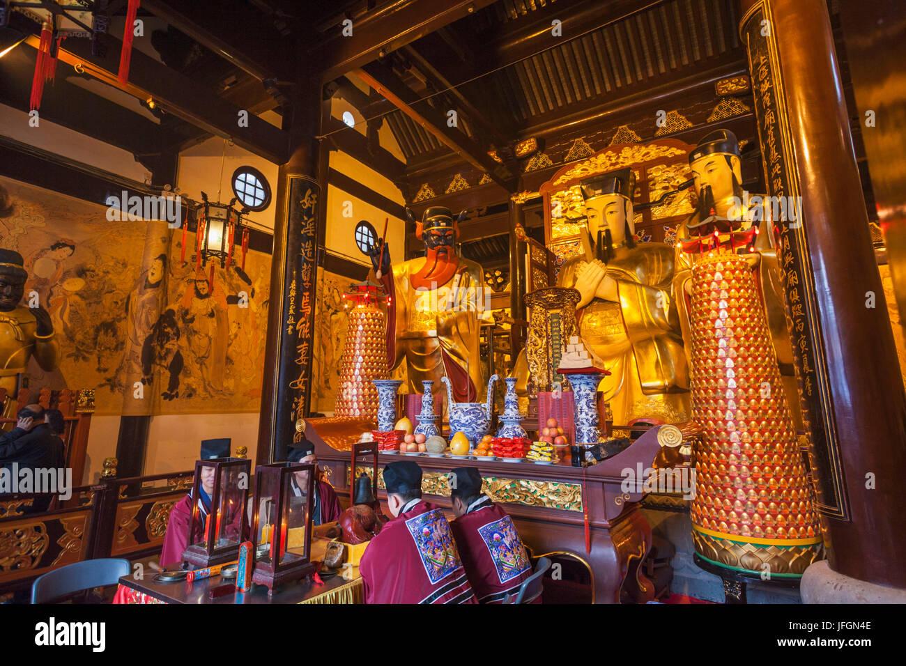 China, Shanghai, Yuyuan Garden, City God Temple of Shanghai, Statues ...