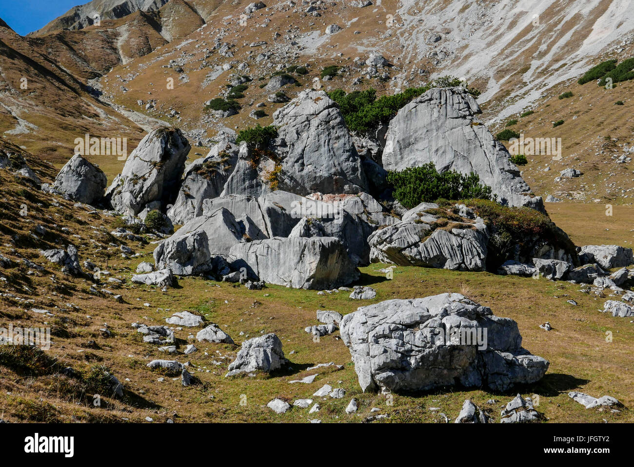 Puittal in Wetterstein Range, boulders, autumn mood, block-littered plateau, Tyrol - Stock Image