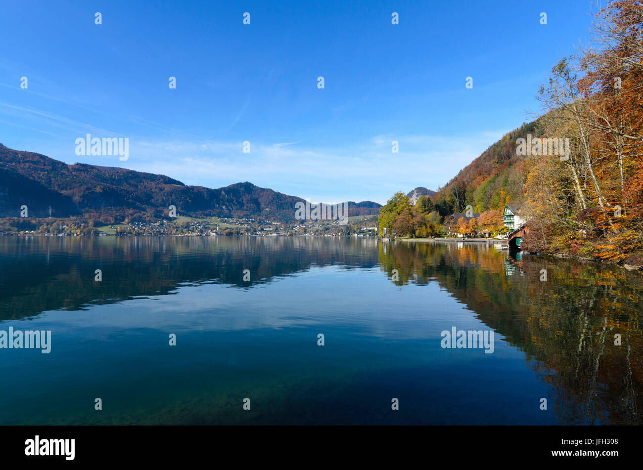 Wolfgangsee with view to St. Gilgen, Austria, Salzburg, Salzkammergut, Sankt Gilgen - Stock Image