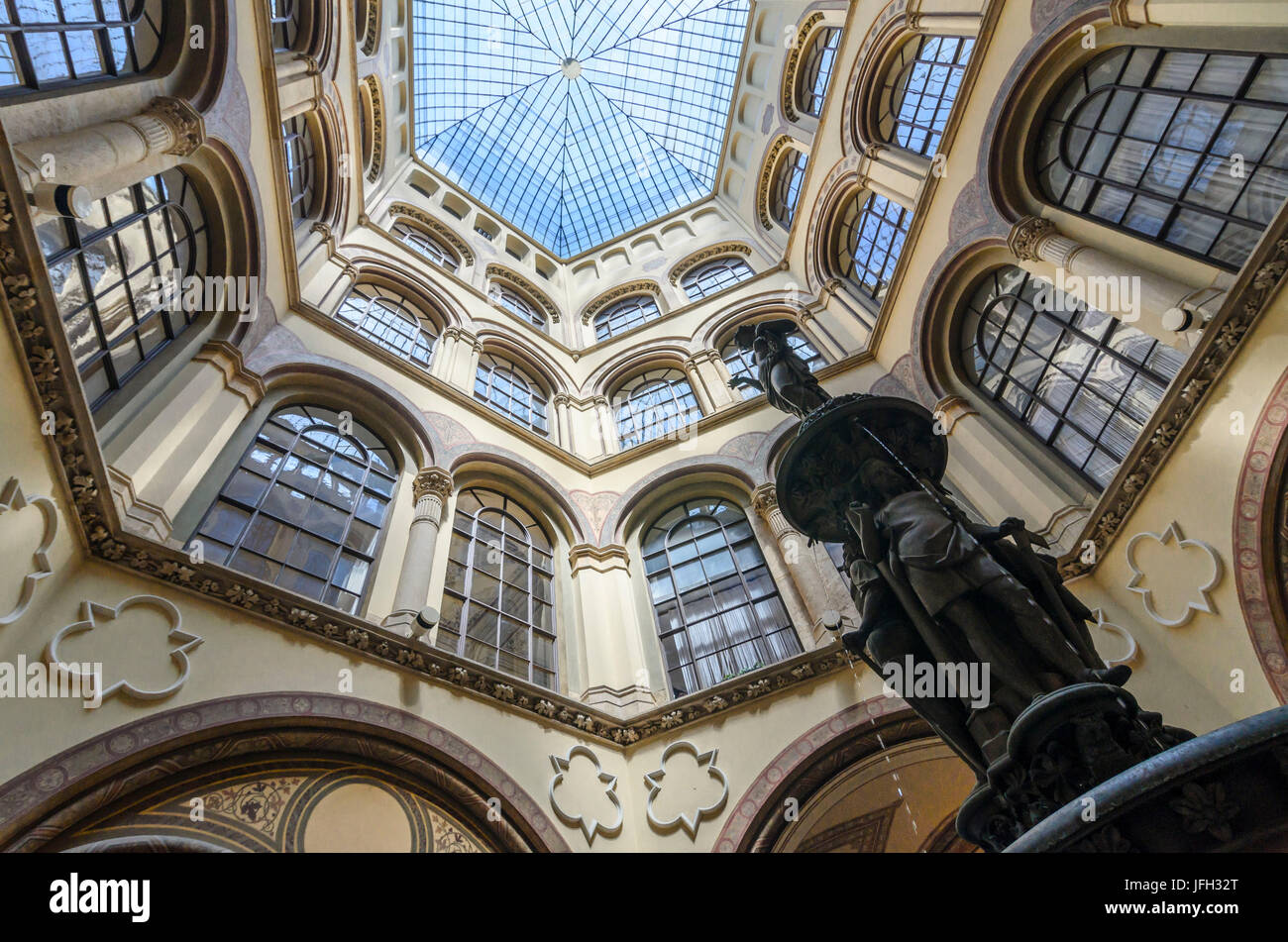 Wells at the Inner courtyard of the palace Ferstel, Austria, Vienna 01. - Stock Image