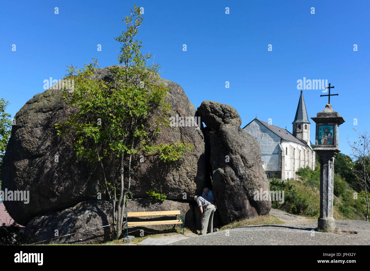 Bucklwehluck'n (Durchkriechstein, the diseases cured), wayside shrine and parish church and pilgrimage church, - Stock Image