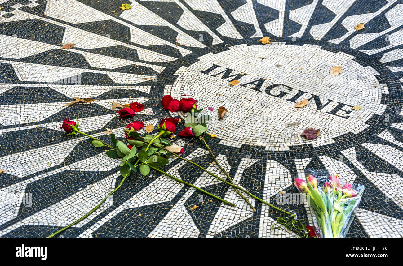 Strawberries fields memorial in Central Park - Stock Image