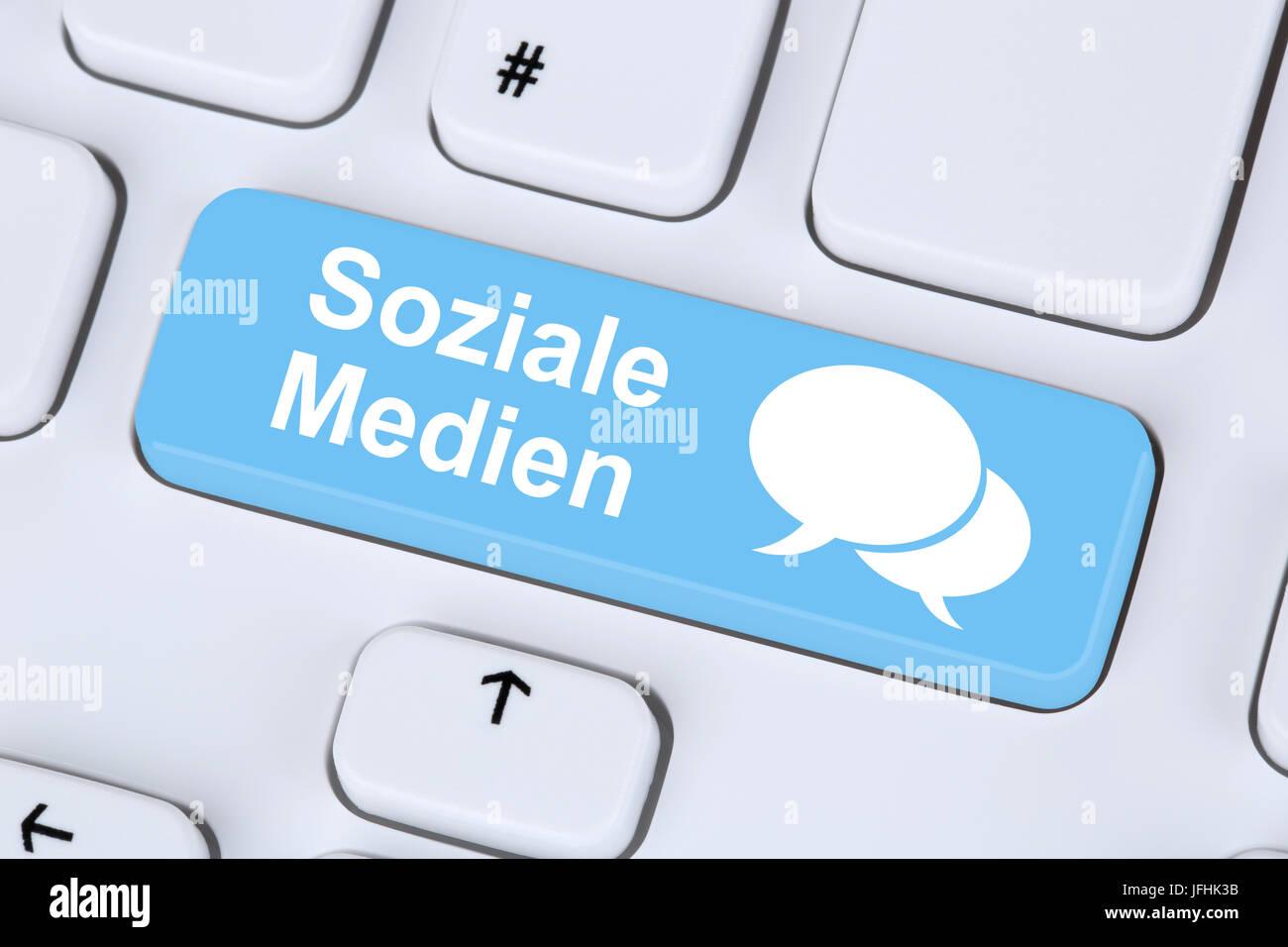 Soziale Medien und soziales Netzwerk Freundschaft Kontakte im Internet - Stock Image