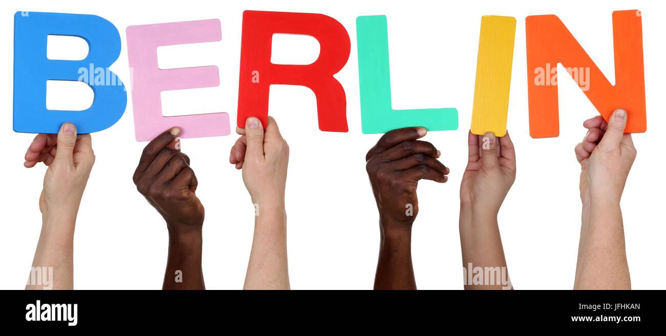 Multikulturell People Gruppe halten das Wort Berlin - Stock Image