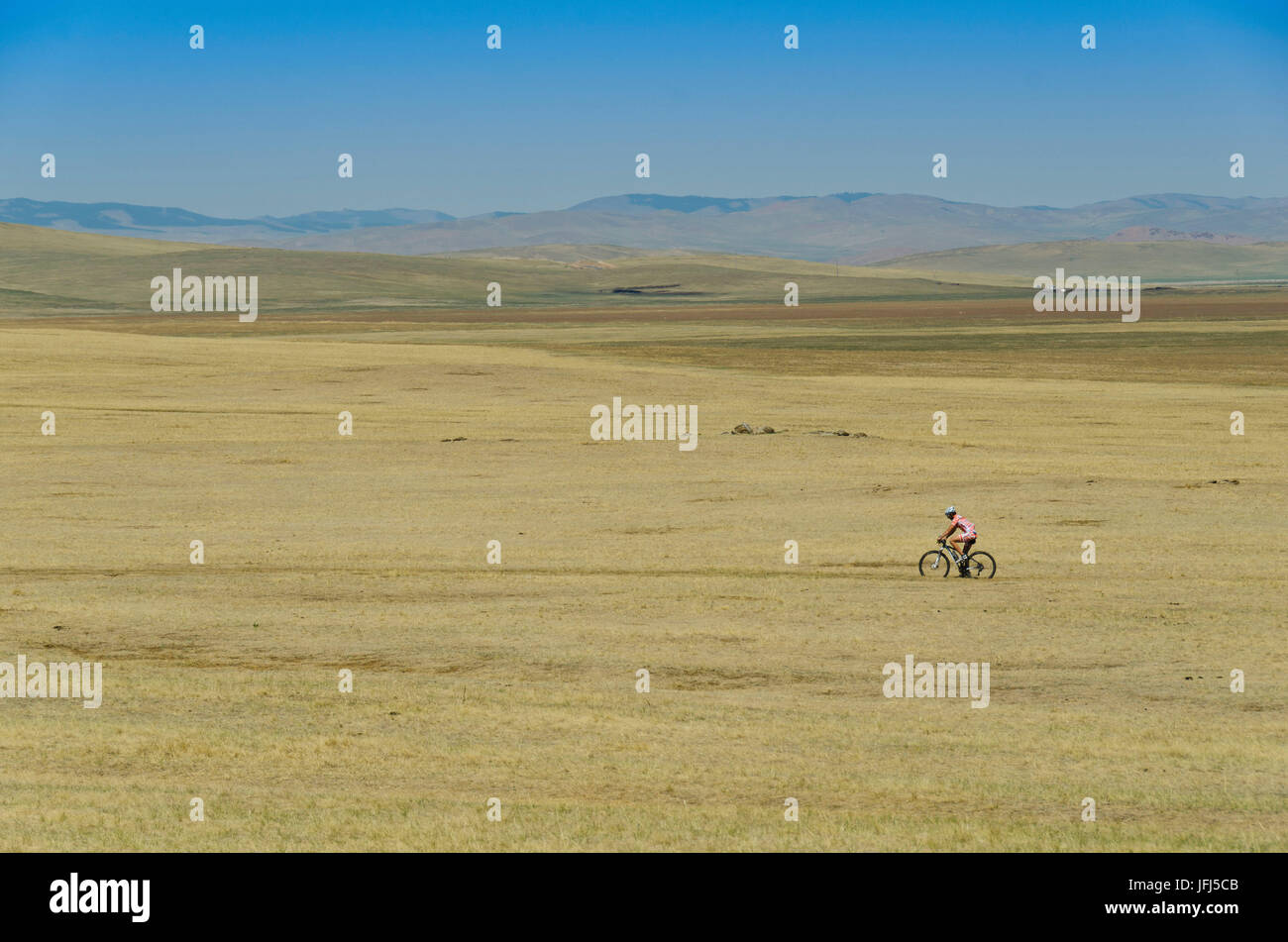Mongolia, Central Asia, Biker between Tsenkher and Khotont - Stock Image