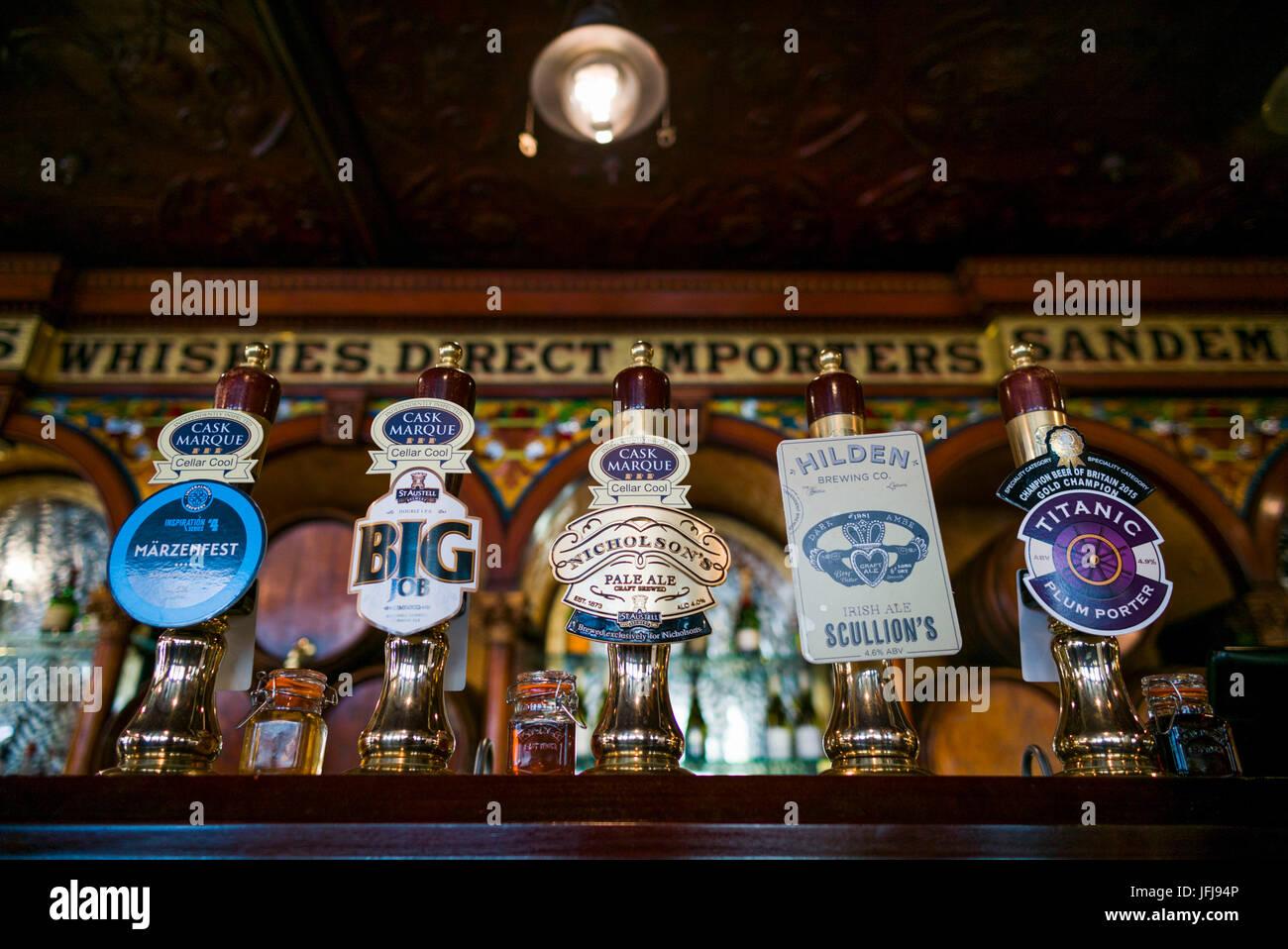 UK, Northern Ireland, Belfast, Crown Liquor Saloon, historic 1885 bar, beer taps - Stock Image