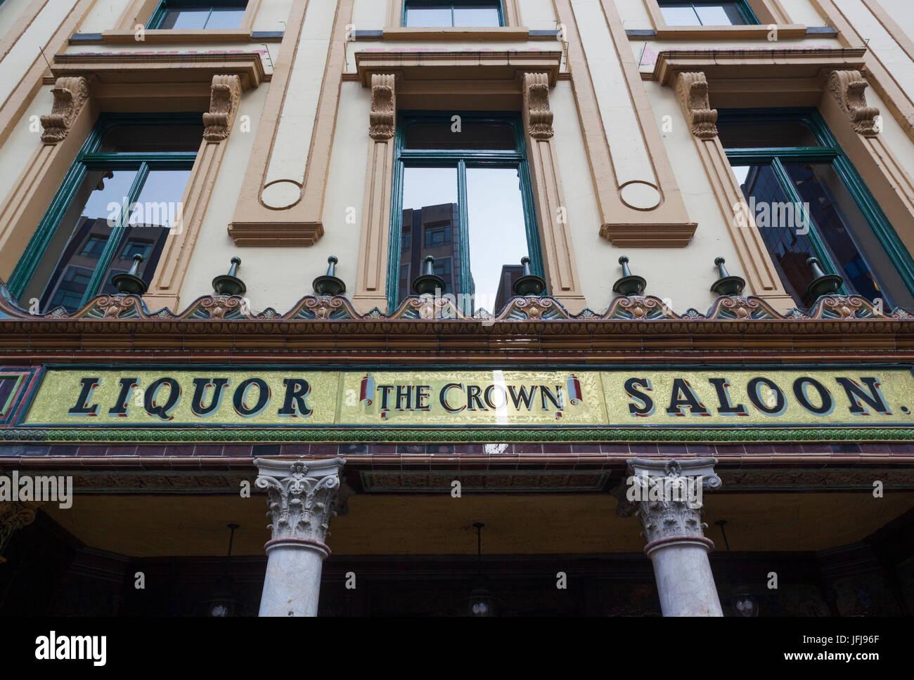 UK, Northern Ireland, Belfast, Crown Liquor Saloon, historic 1885 bar, exterior - Stock Image