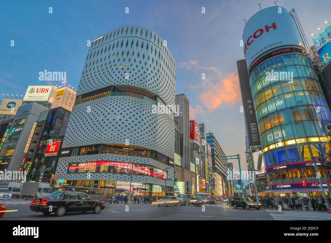 Japan, Tokyo City, Ginza area, Chuo and Harumi Avenues crossing. - Stock Image