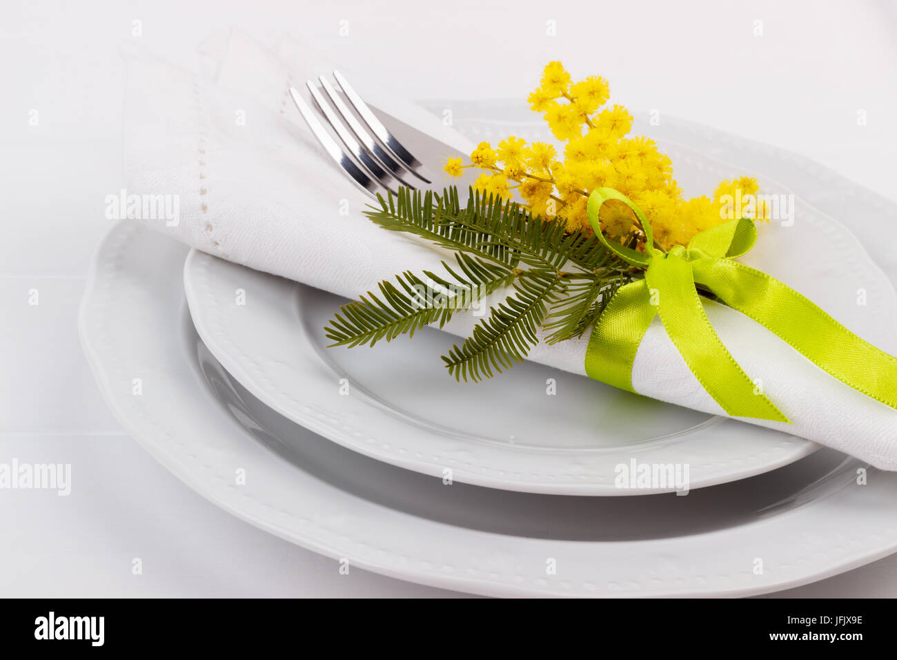 Easter dinner table setting  sc 1 st  Alamy & Easter dinner table setting Stock Photo: 147318570 - Alamy