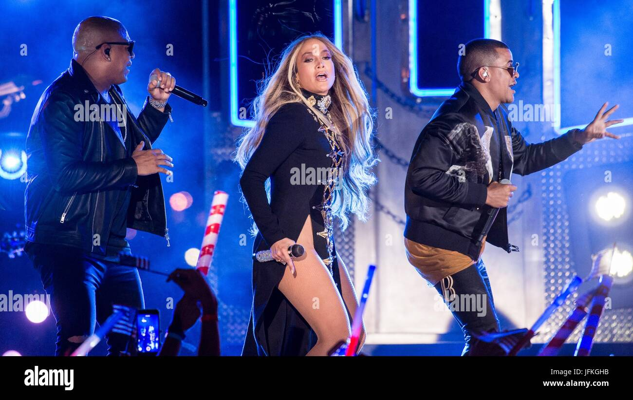 Long Island City, NY, USA. 30th June, 2017. Jennifer Lopez, Alexander Delgado, Randy Malcom Martinez, Gente de Zona Stock Photo