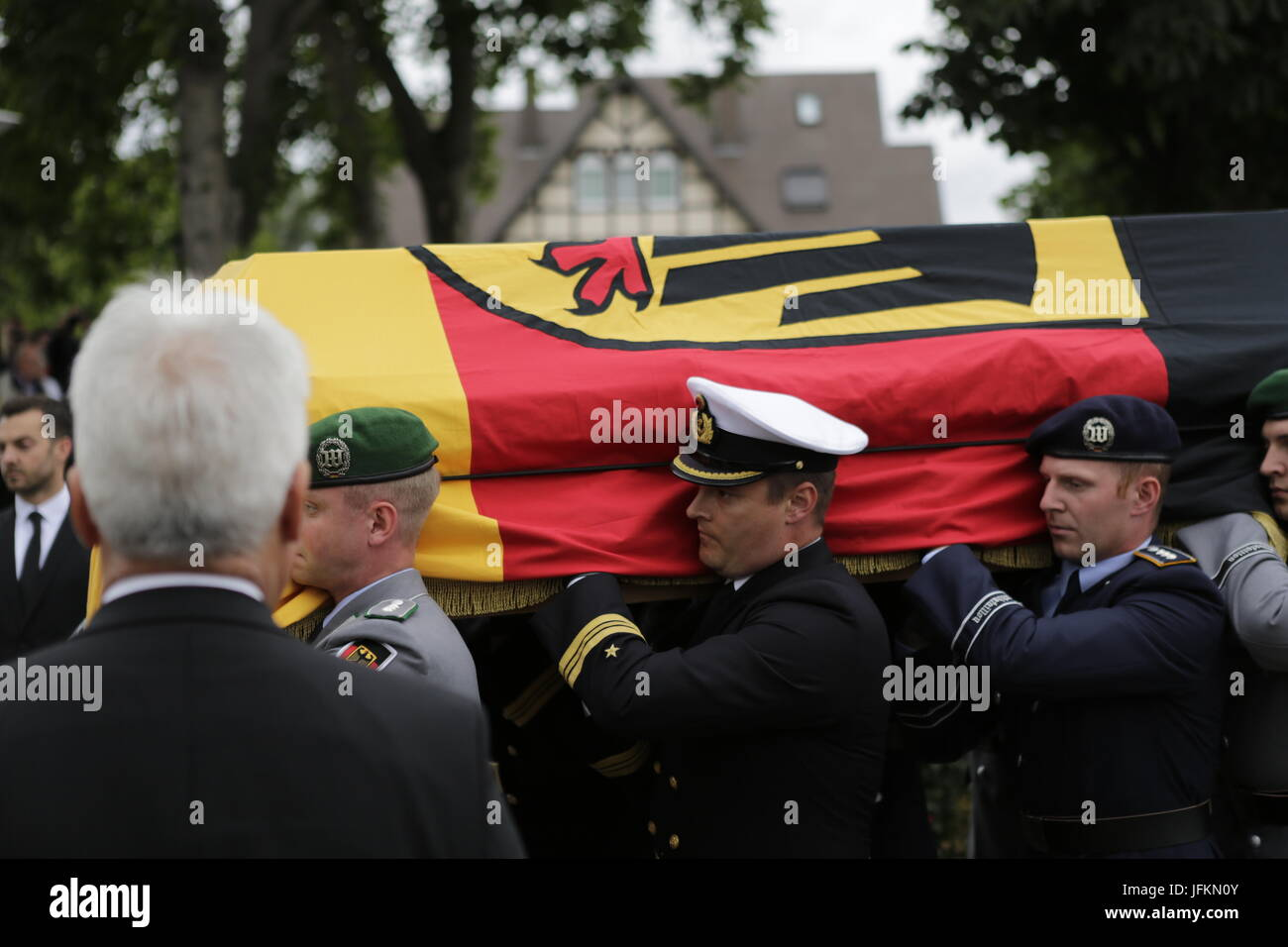 Soldiers carry the coffin of Helmut Kohl from the MS Mainz to the hearse.The coffin of former German Chancellor - Stock Image