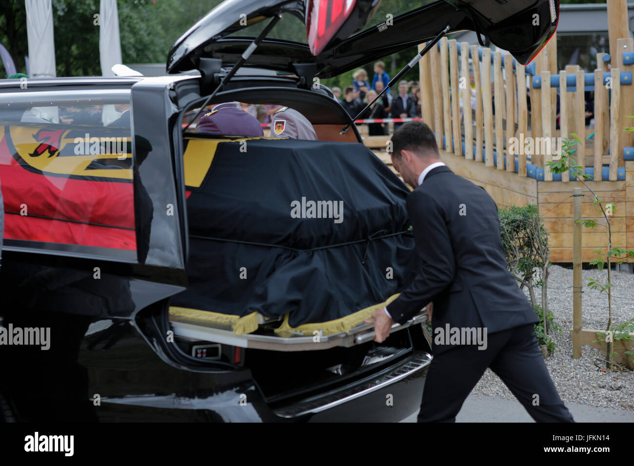 An undertaker pushes the coffin of Helmut Kohl into the hearse.The coffin of former German Chancellor Helmut Kohl - Stock Image