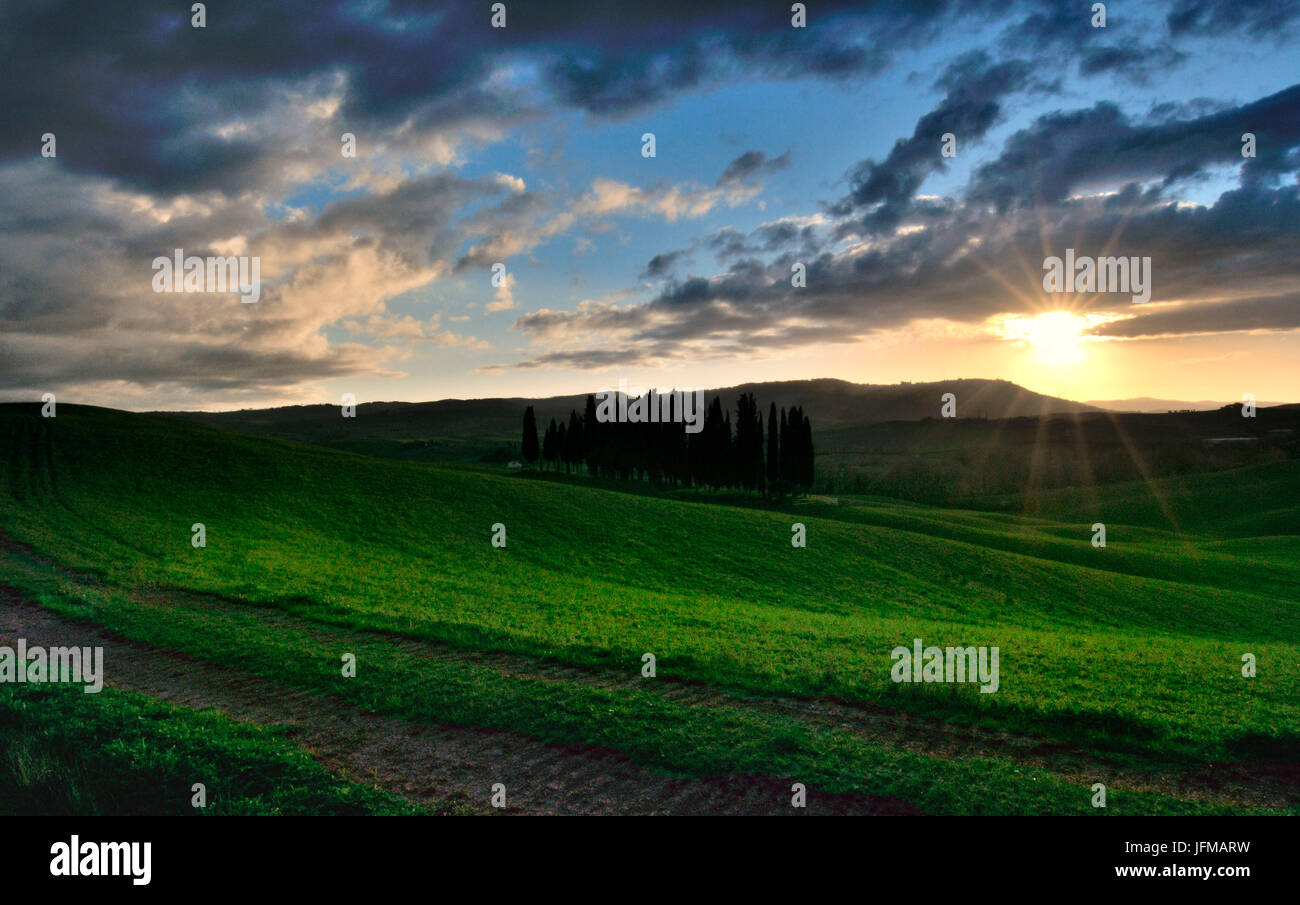 The last light of the day fade away behind the beautiful hills of the Val d'Orcia, Tuscany, Italy, - Stock Image