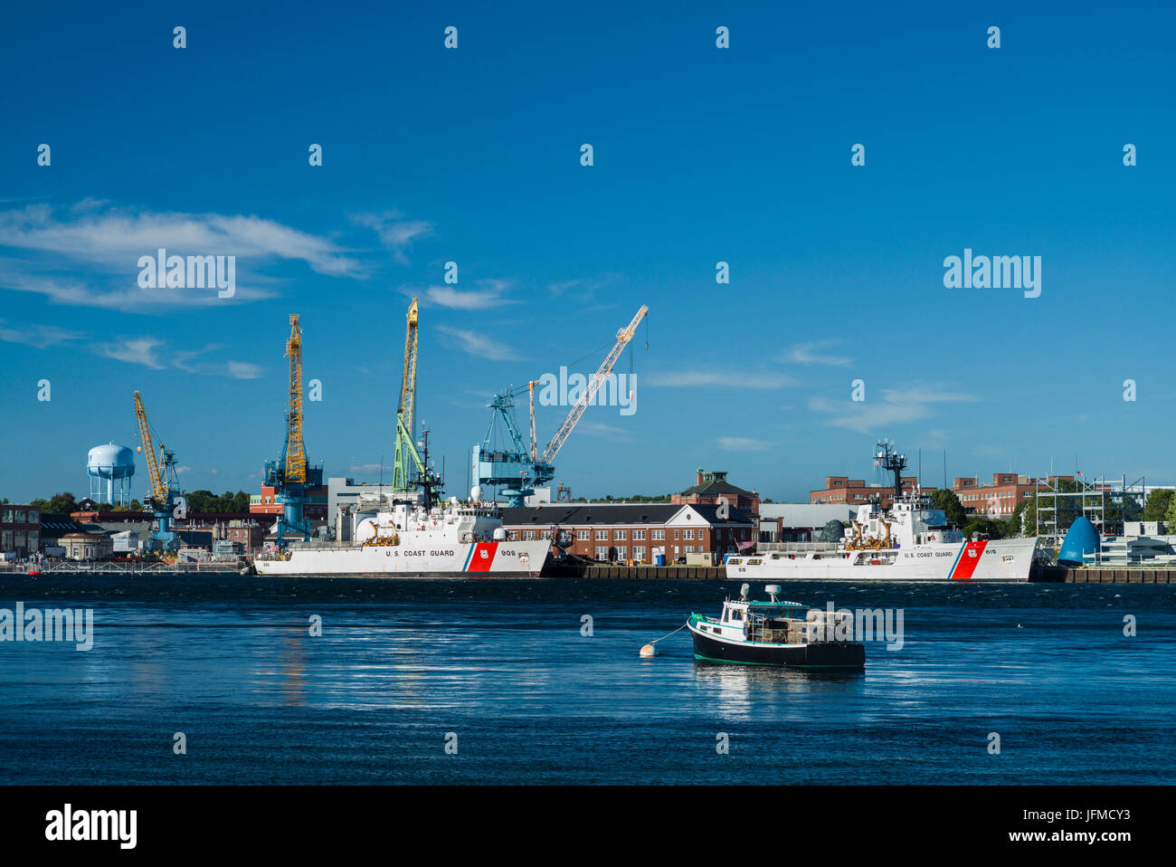 USA, New Hampshire, Portsmouth, view of the Portsmouth Naval Shipyard along the Piscataqua River - Stock Image