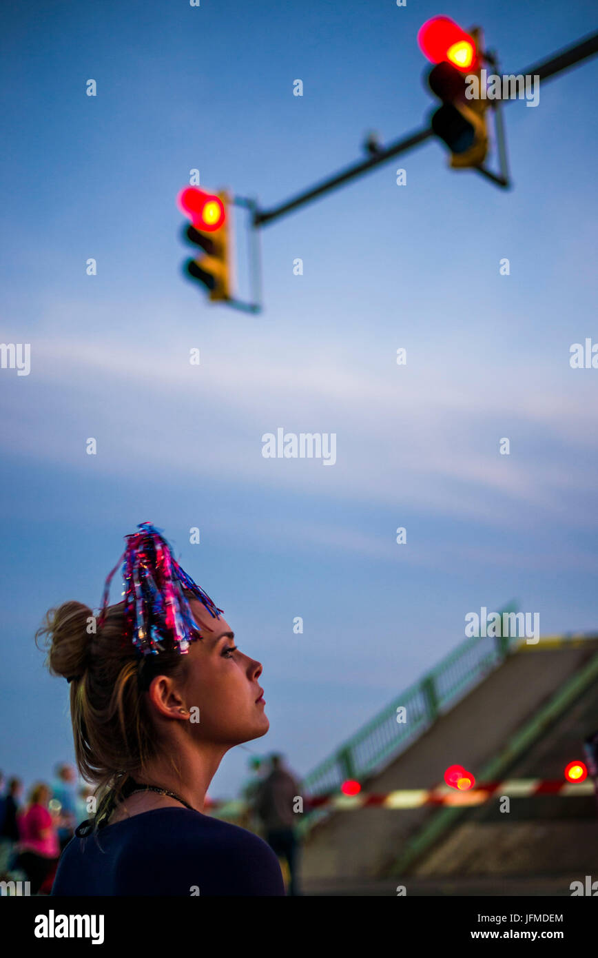 USA, Massachusetts, Cape Ann, Gloucester, Fourth of July Parade, woman at stoplight - Stock Image