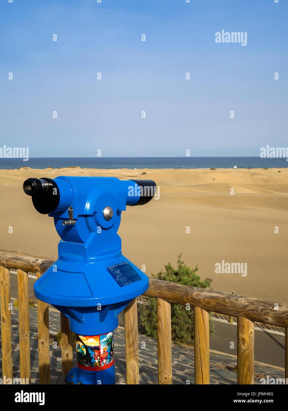 Public seaside telescope by the Dunas de Maspalomas (Sand dunes of Maspalomas), Gran Canaria, Canary Islands, Spain. - Stock Image