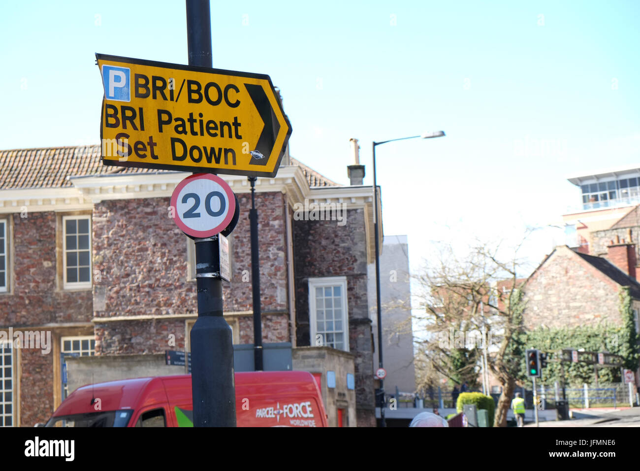 March 2015 - Yellow direction arrow showing the way to the Bristol Royal Infirmary ( BRI ) patient set down point Stock Photo