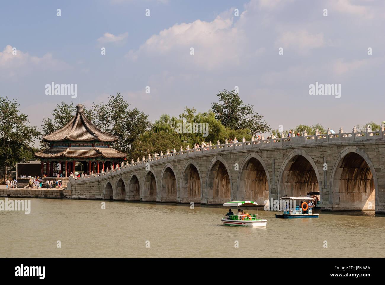 The seventeen-arch bridge in the Kunming Lake in Beijing - Stock Image