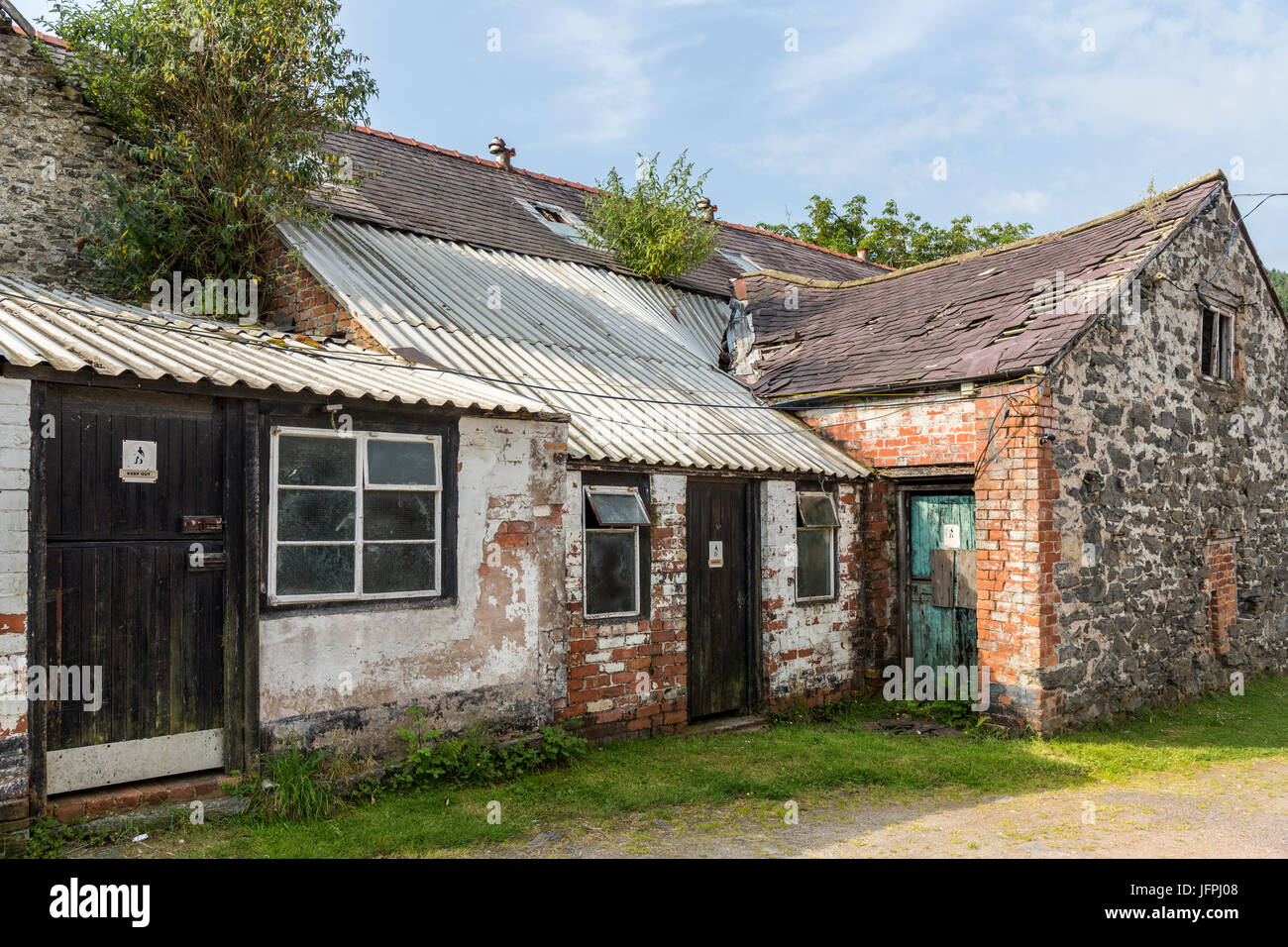 Derelict farm buildings with keep out signs, Tower Farm, Llangollen, Denbighshire, Wales - Stock Image