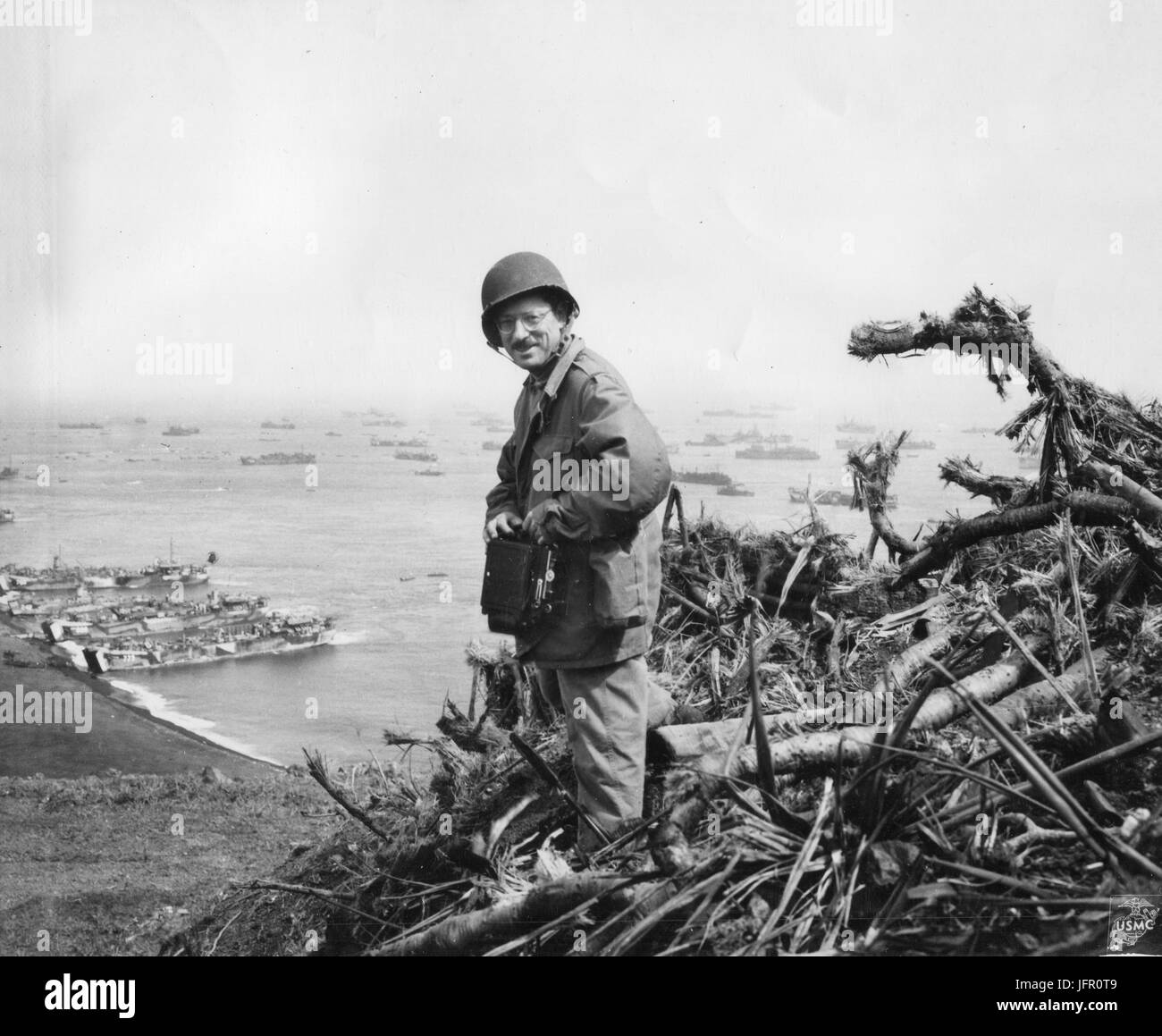 Associated Press photographer Joe Rosenthal posing on top of Mt. Suribachi, Iwo Jima, March 1, 1945 - Stock Image