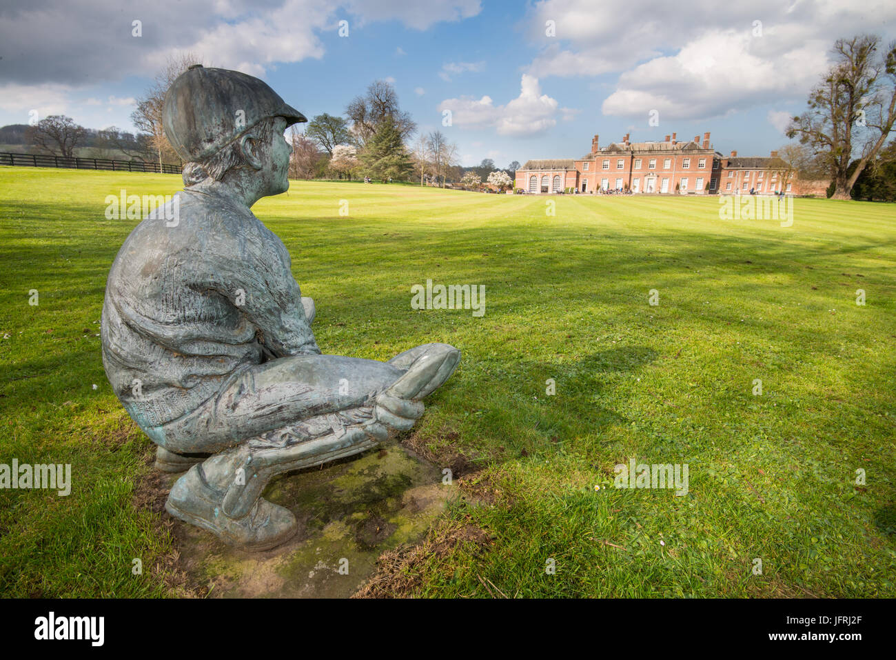 Wicket Keeper statue - Stock Image