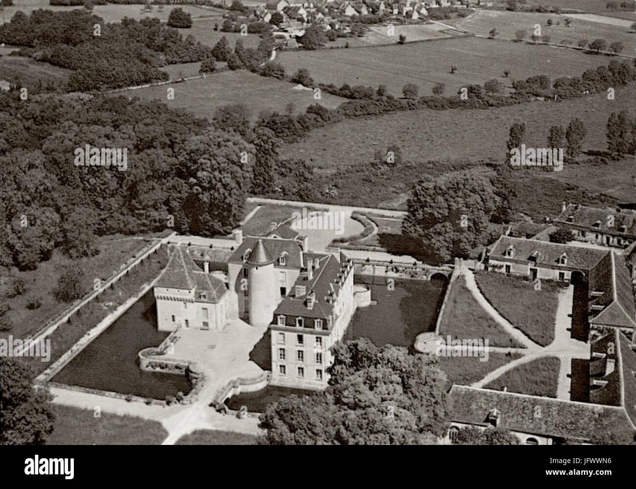 Chateau-boussay-aérien-communs - Stock Image