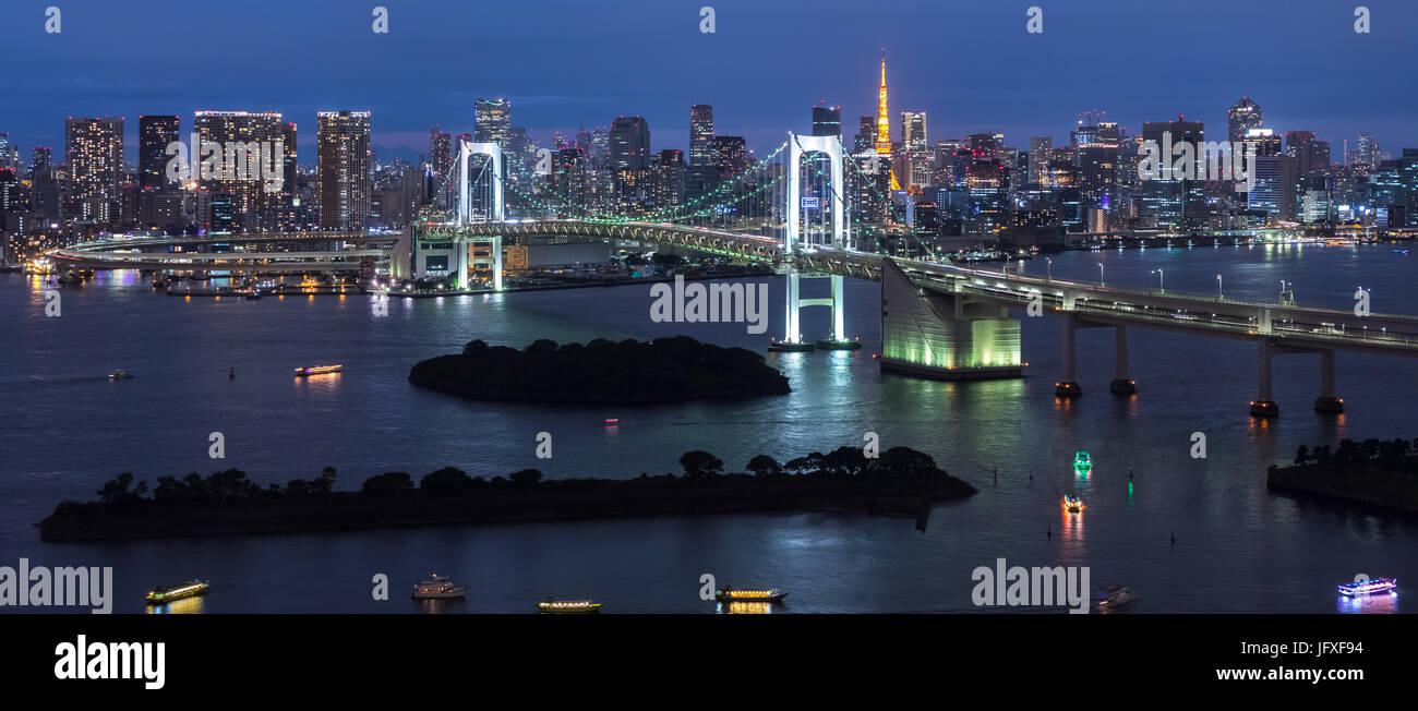 Panorama of Rainbow Bridge at night, Tokyo, Japan Stock Photo