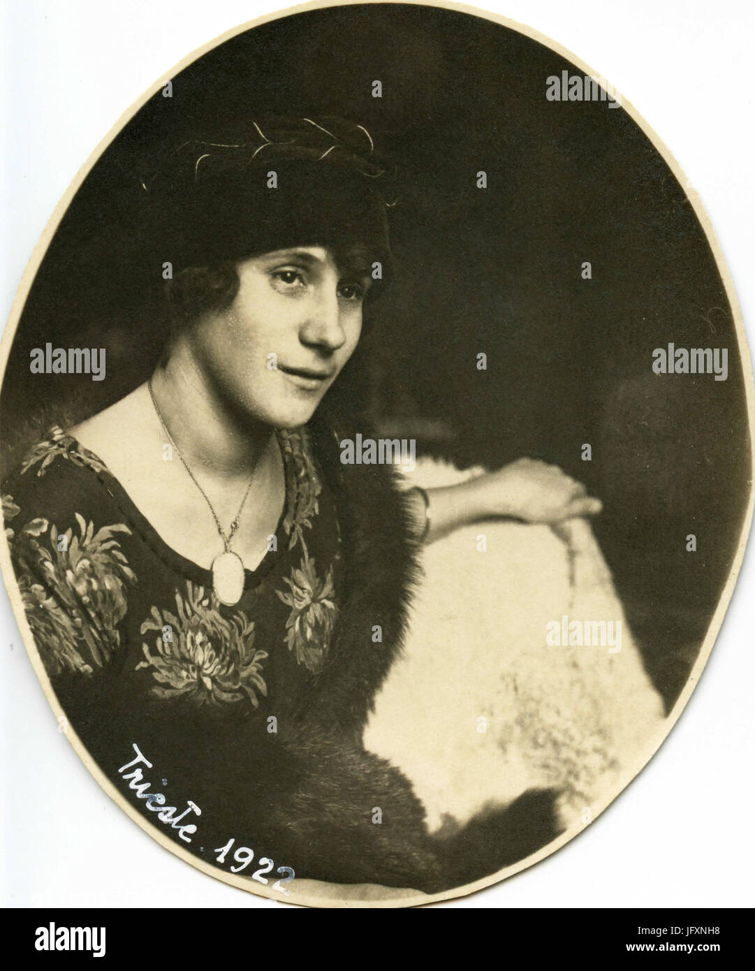Oval portrait of woman with pendent, Italy 1922 - Stock Image