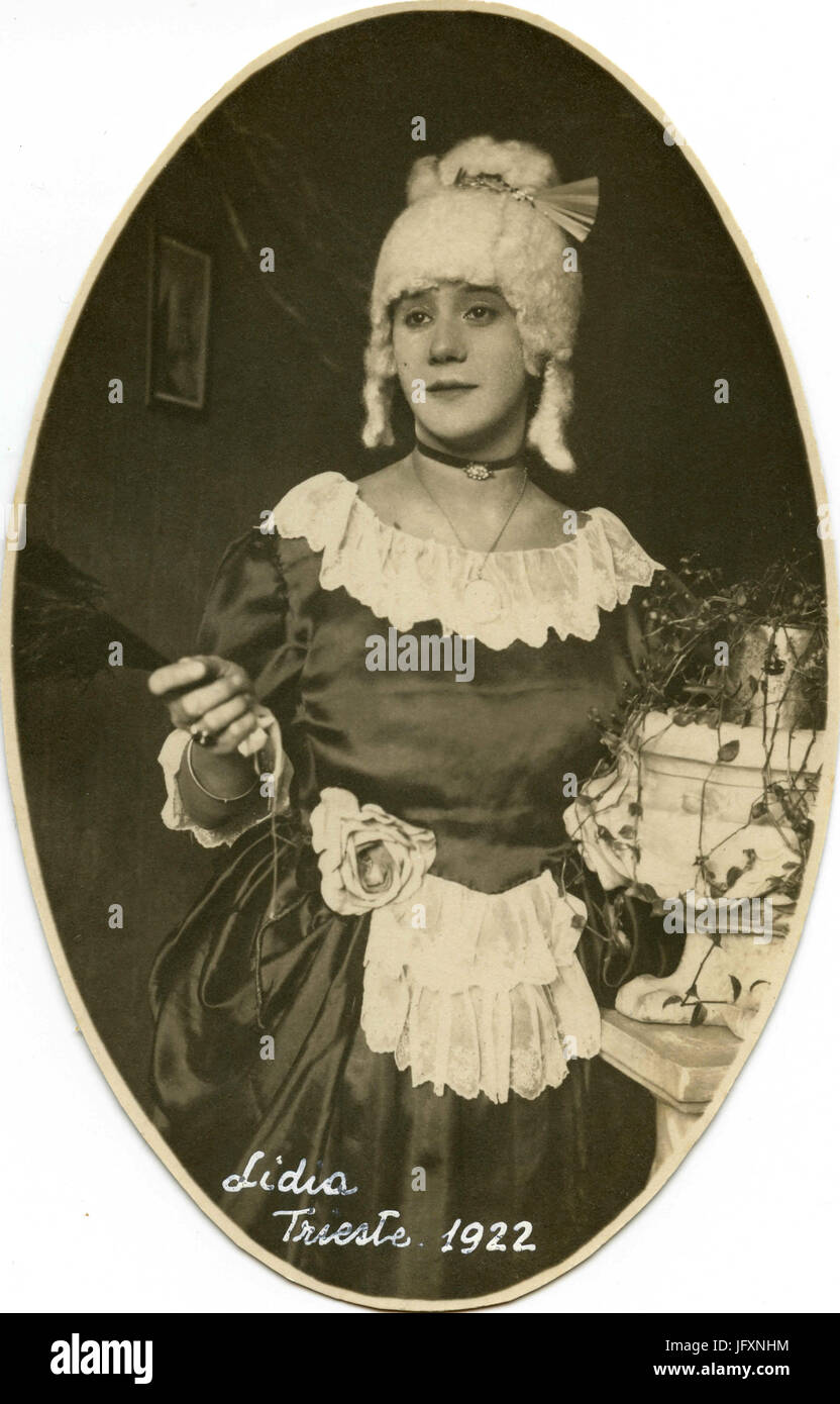 Oval portrait of woman with white wig, Italy 1922 - Stock Image