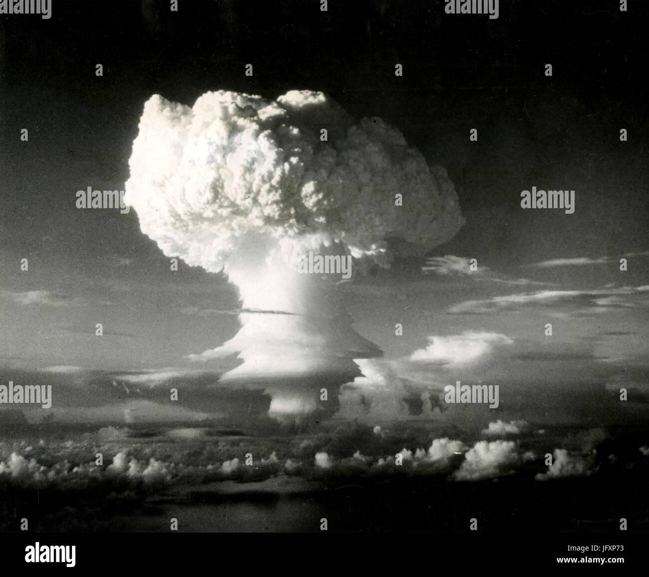 H-bomb nuclear explosion and mushroom, Marshall Islands 1952 - Stock Image