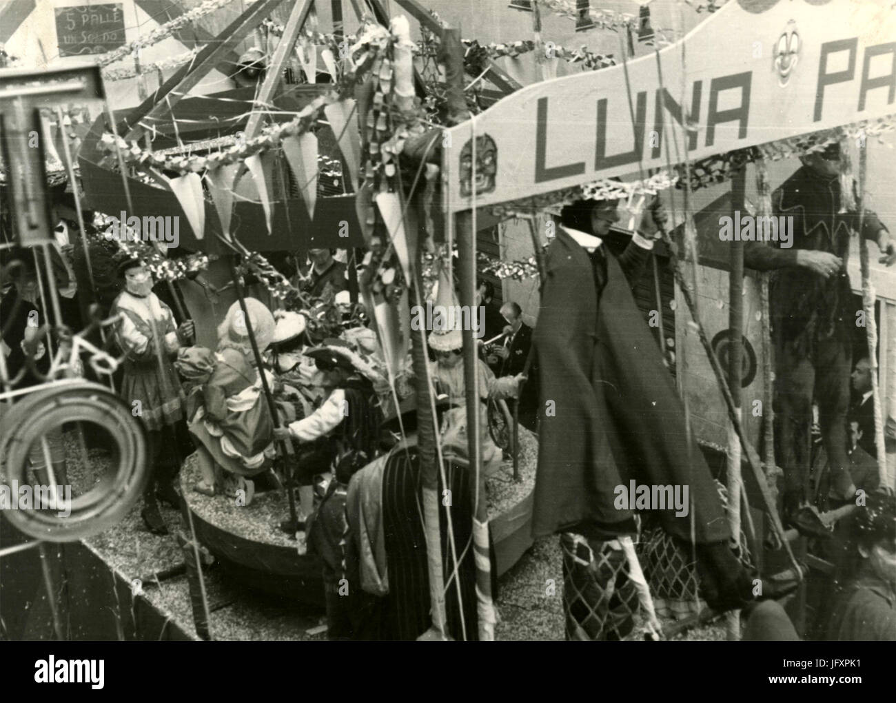 Parade of allegorical wagons, Rieti Carneval 1960, Italy - Stock Image
