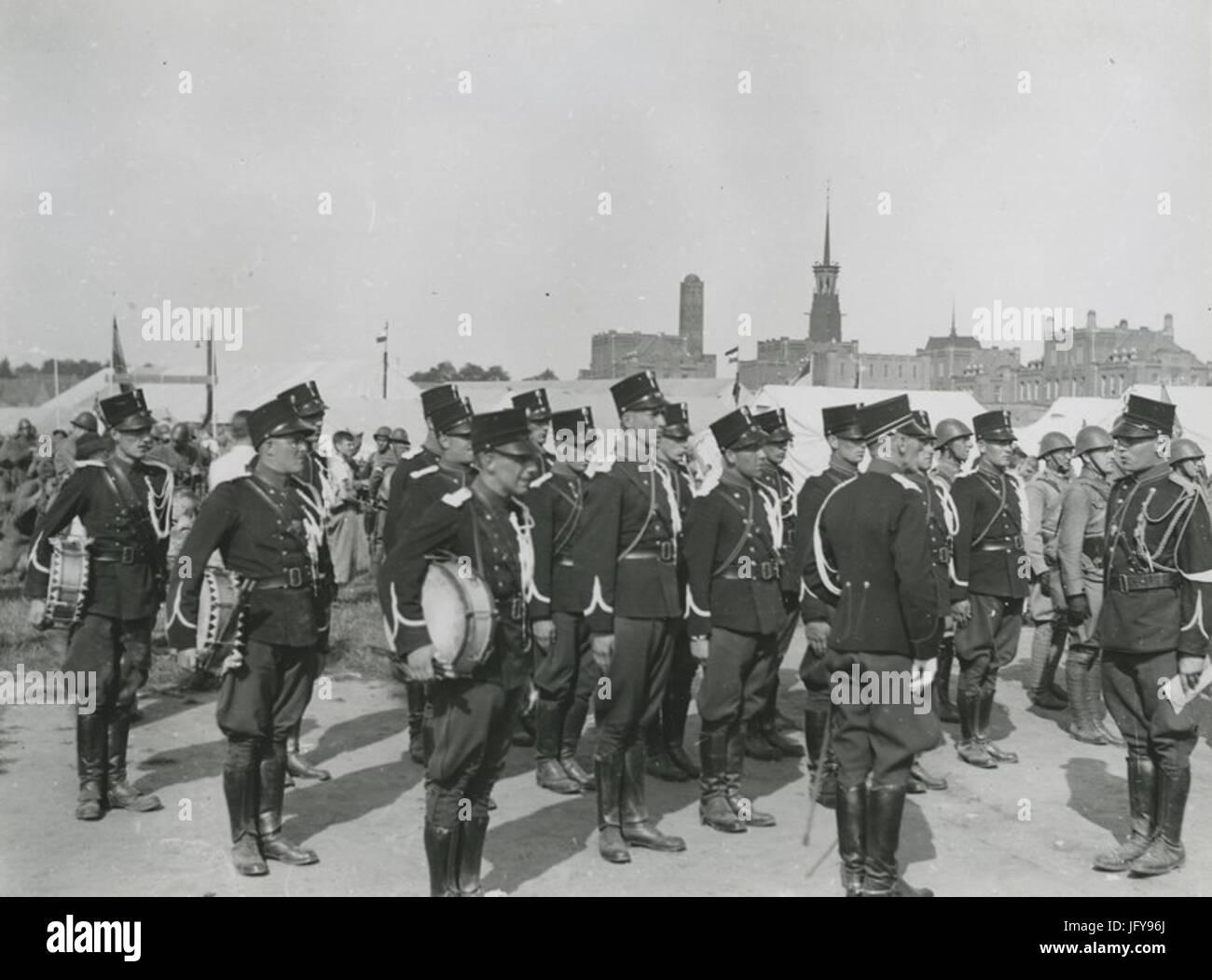 Een detachement van de Koninklijke Marechaussee staat aangetreden op het Molenve - F40978 - KNBLO - Stock Image