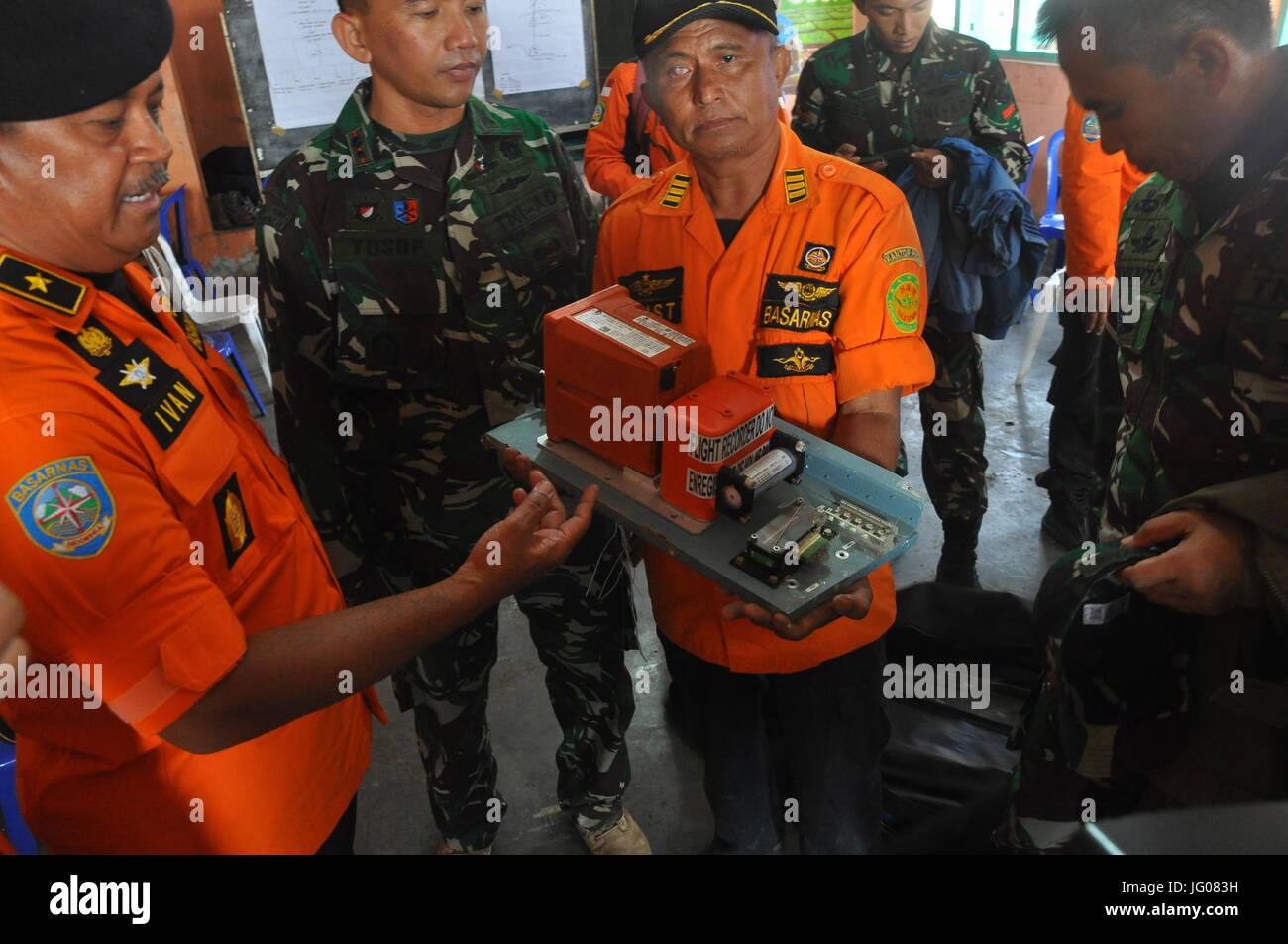 Temanggung, Indonesia. 3rd July, 2017. Photo taken on July 3, 2017 shows the black box of the crashed National Search - Stock Image