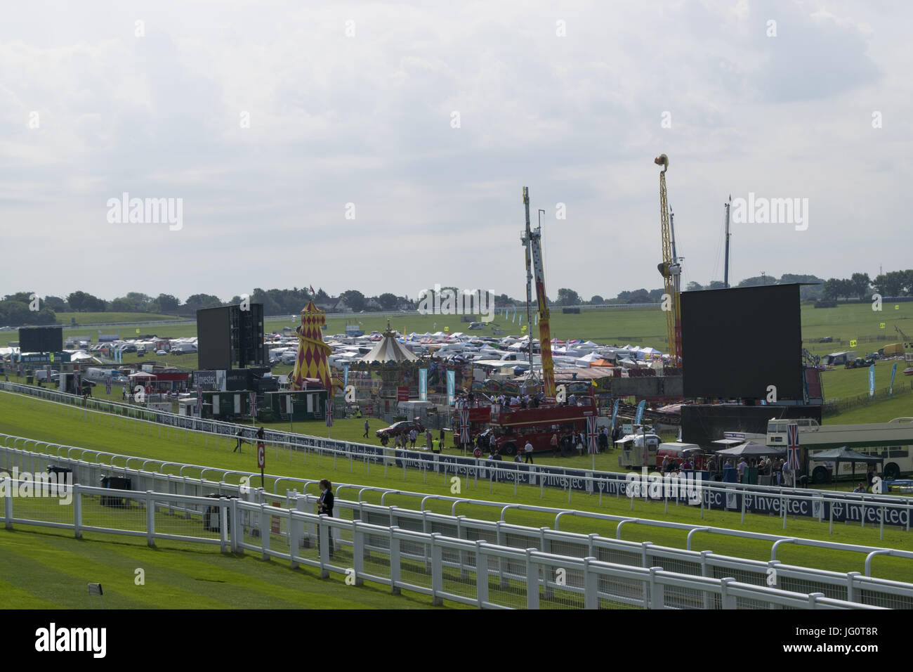 Investec Oaks Ladies Day at Epsom Downs Racecourse  Featuring: Atmosphere Where: EPSOM, United Kingdom When: 02 Jun 2017 Credit: Paul Taylor/WENN.com Stock Photo