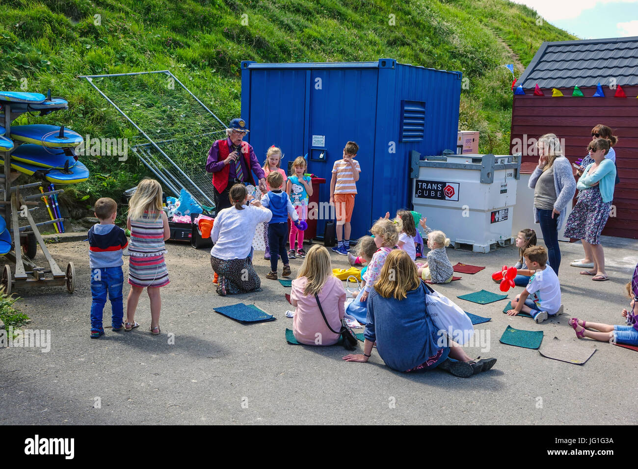 Children's entertainer, seaside holiday, Saltburn by the Sea, North Yorkshire - Stock Image