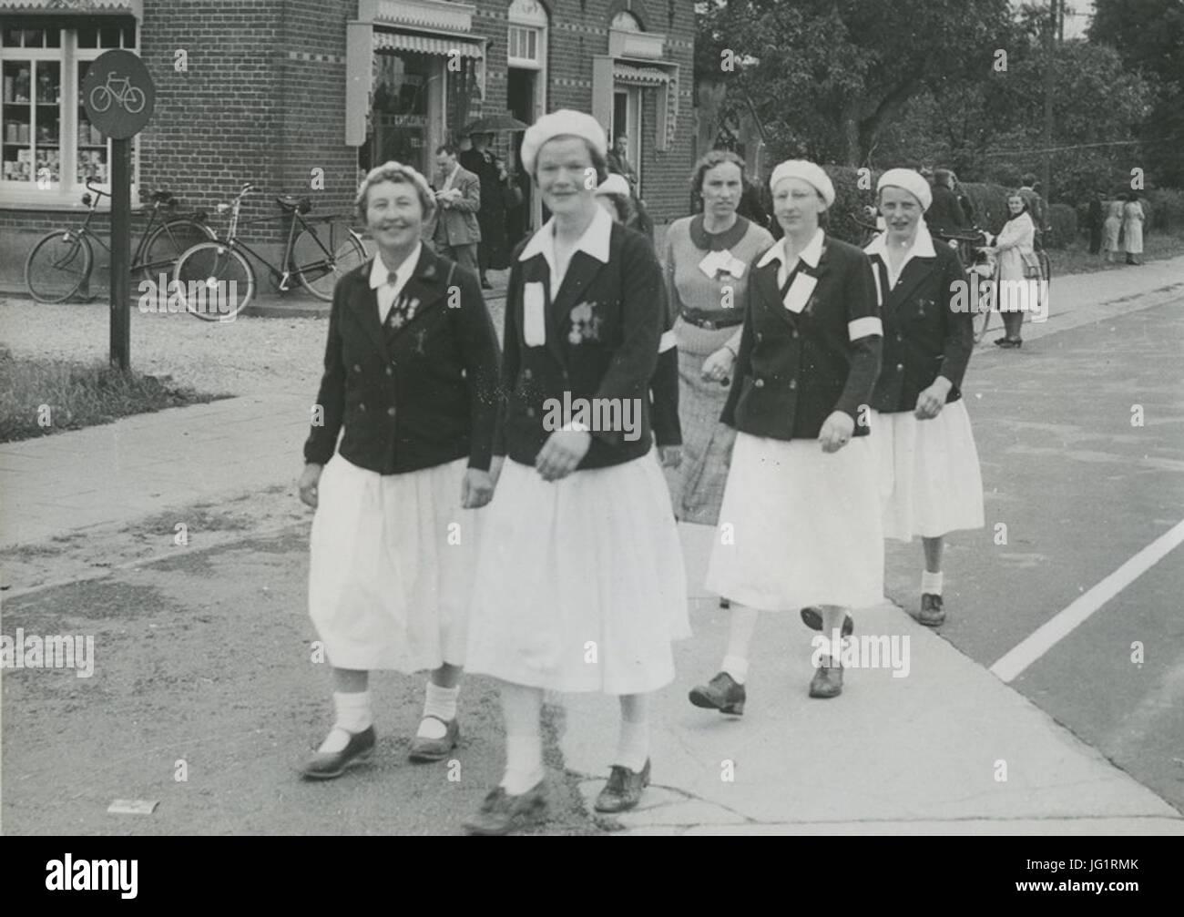 De groep van het Damesvendel van de Burgerwacht Rotterdam onder leiding van mej. - F40987 - KNBLO - Stock Image