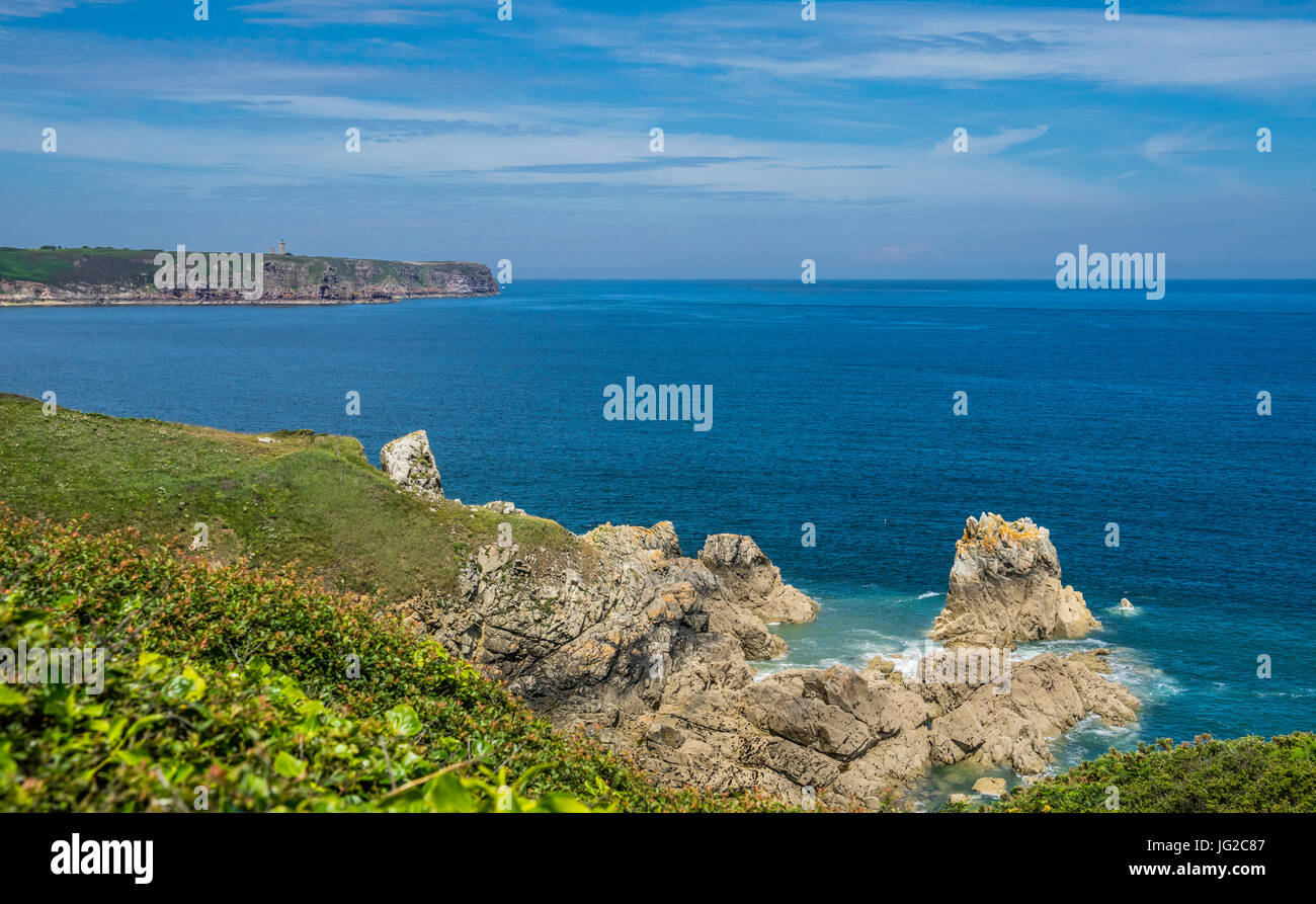 France, Brittany, Cotes D'Armor department, Gulf of Saint-Malo, view of Cap Frehel from Baie de la Fresnaye - Stock Image