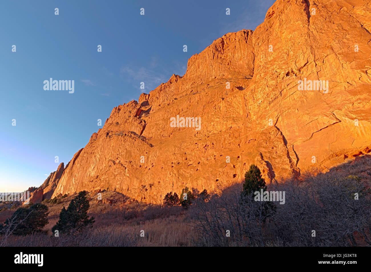 North Gateway Rock seen in the morning sun at Garden of the Gods, Colorado Springs, Colorado. - Stock Image