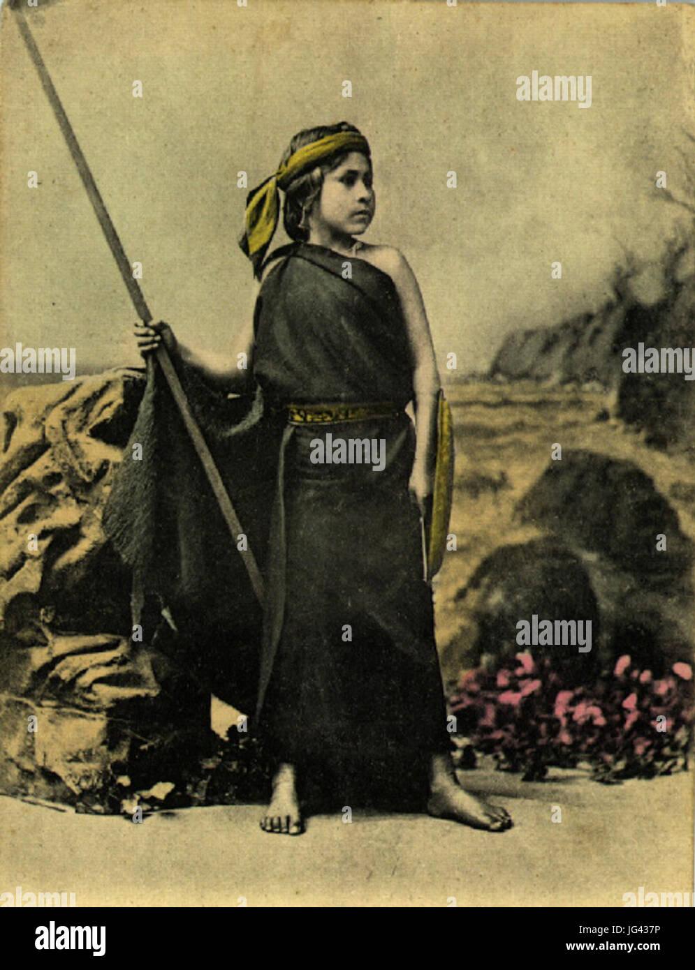 Niña mapuche lanza Stock Photo