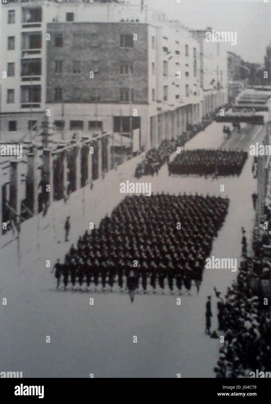 Parata Camice Nere in Corso Libertà a Bolzano - Stock Image