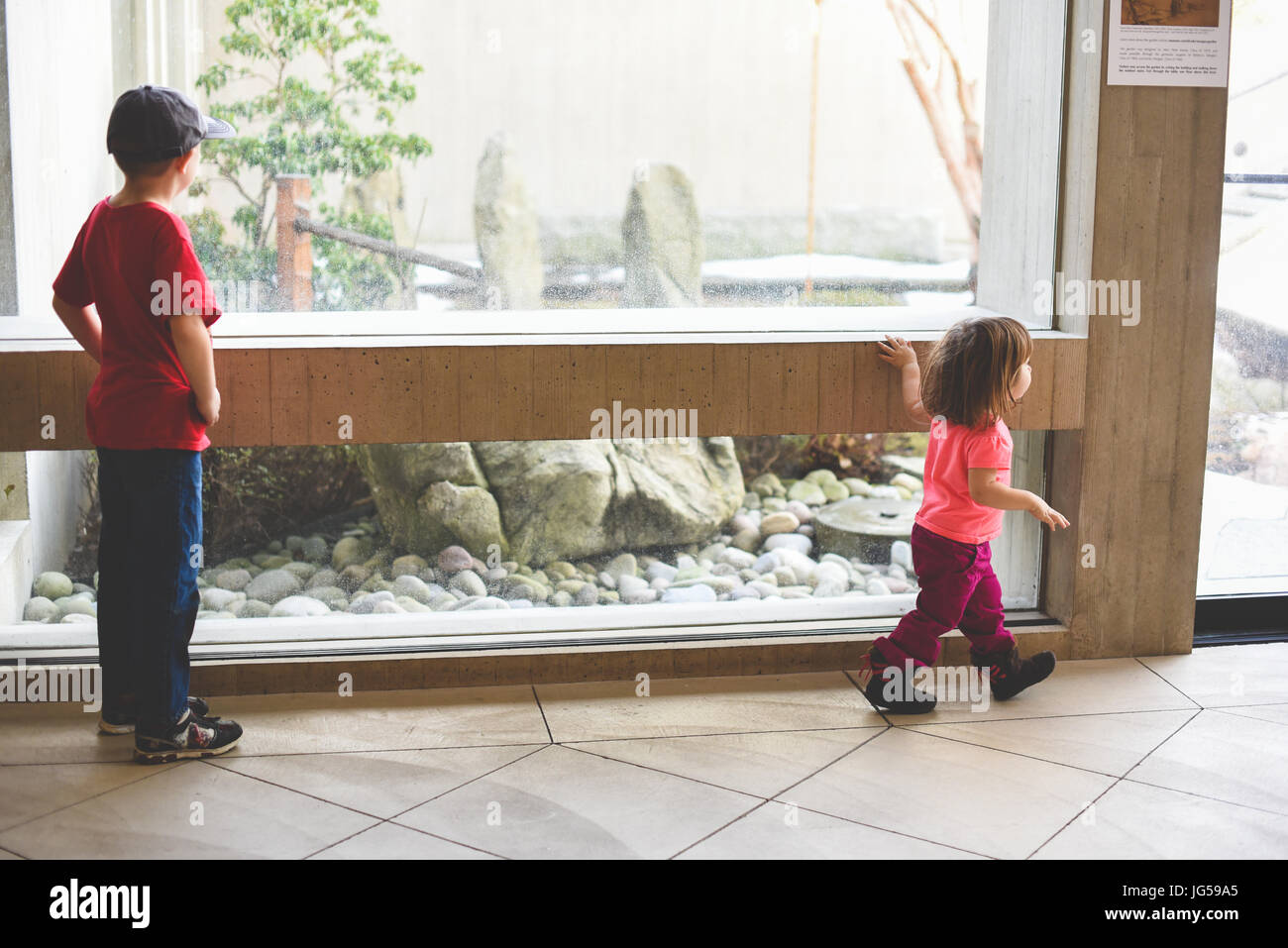 Children exploring a museum - Stock Image