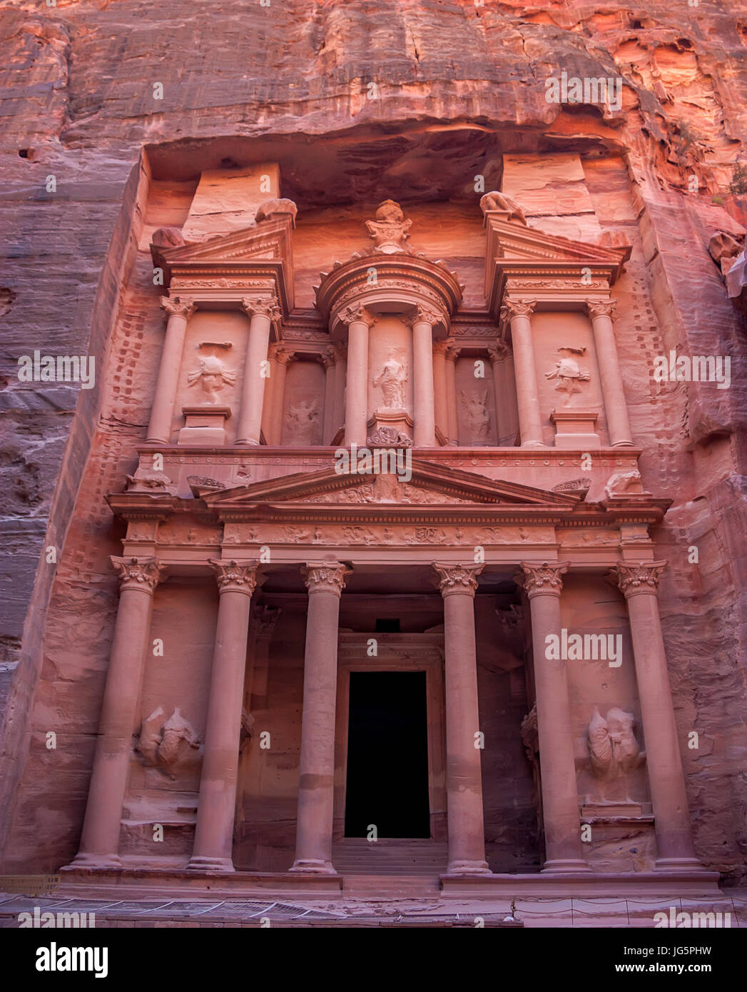 Famous tomb Al-Khazneh or Treasury in Petra - Stock Image