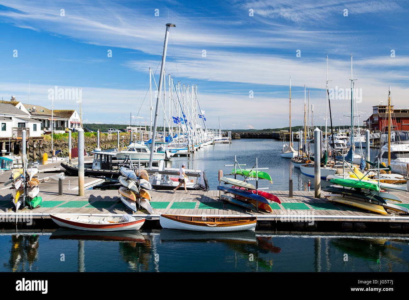 Boats in marina with Mount. Rainier in background. Point Hudson marina, Port Townsend, Washington. - Stock Image