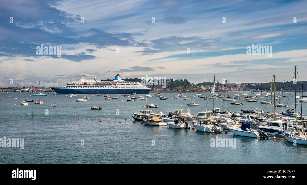 France, Brittany, Dinard, Port de Plaisance de Dinard, moorings of the Yacht Club Dinard on the River Rance in the - Stock Image