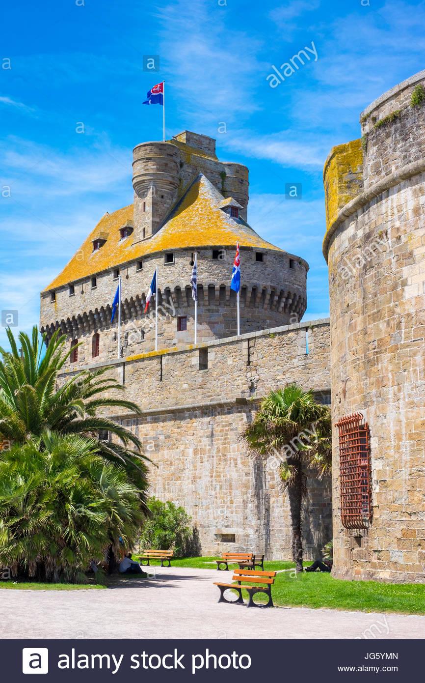 France, Brittany, Ille-et-Vilaine, Saint-Malo. Medieval fortified Chateau Saint-Malo castle. - Stock Image