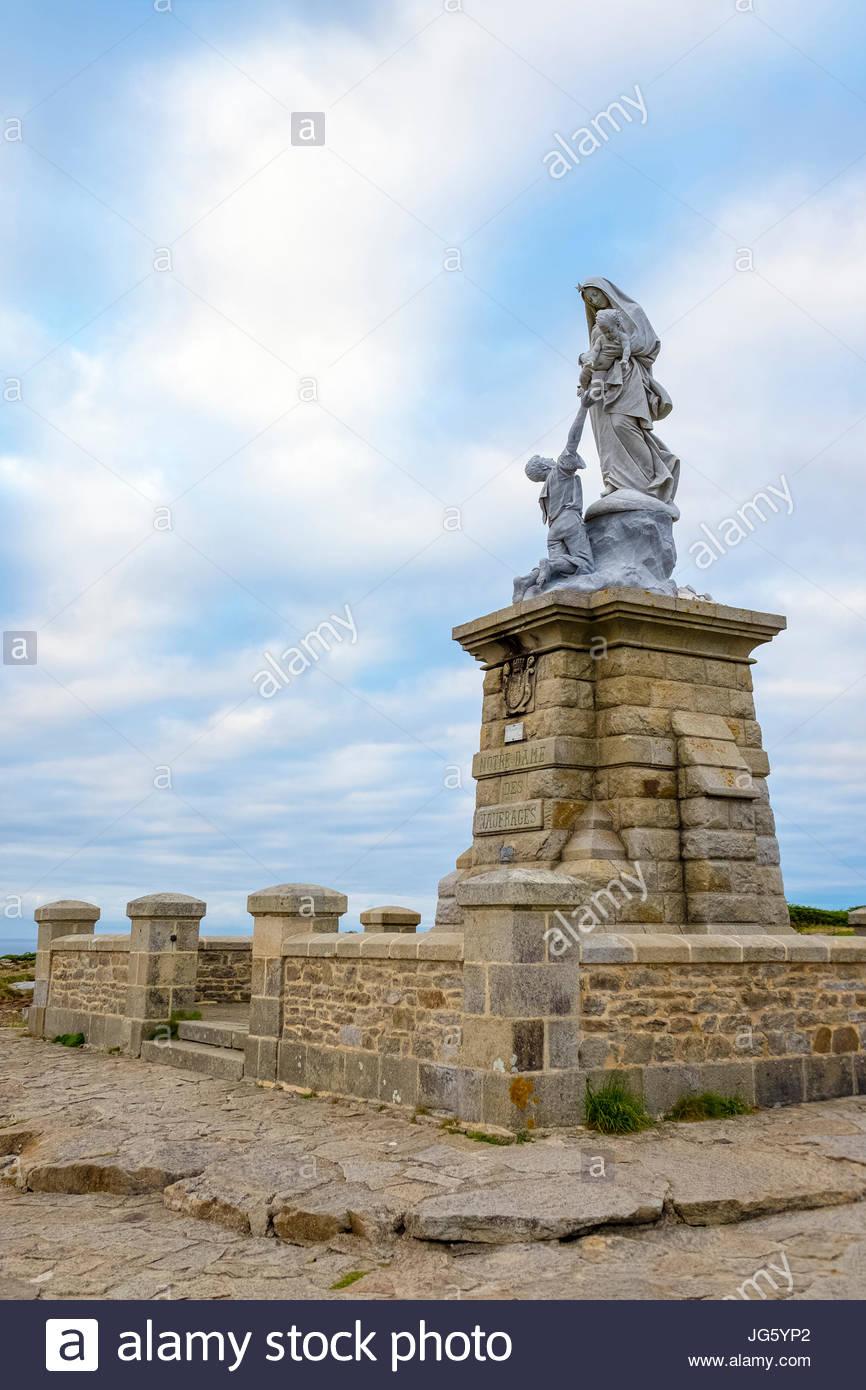 France, Brittany (Bretagne), Finistere department, Plogoff. Pointe du Raz. Statue of Notre-Dame-des-Naufragés. Stock Photo