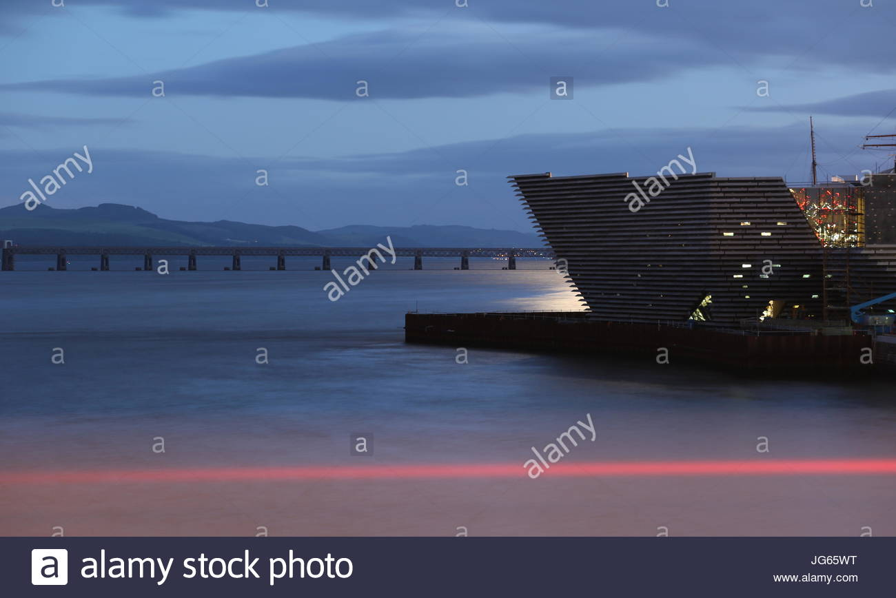 V & A design museum by moonlight Dundee Scotland  July 2017 Stock Photo